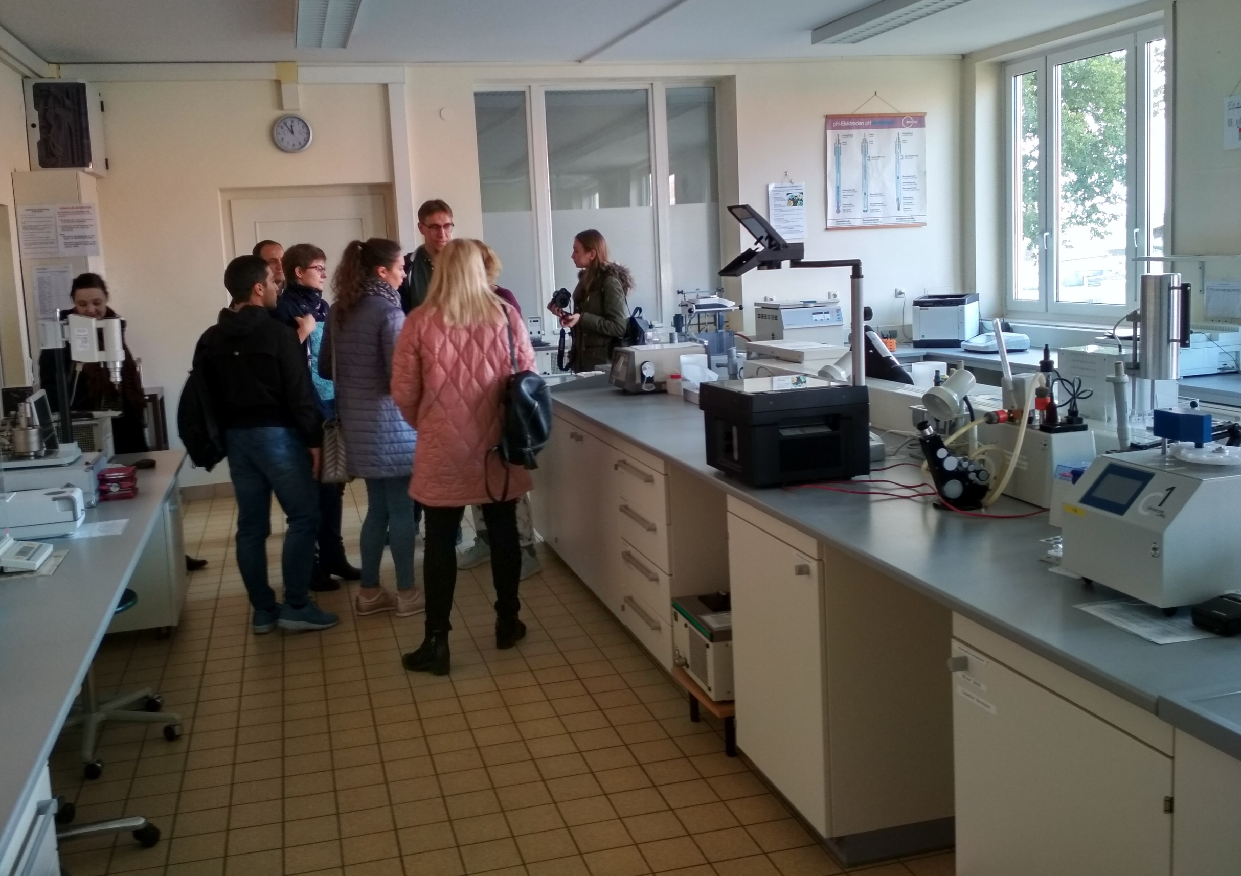 В лаборатории анализа молока университета Вайенштефан-Триздорф